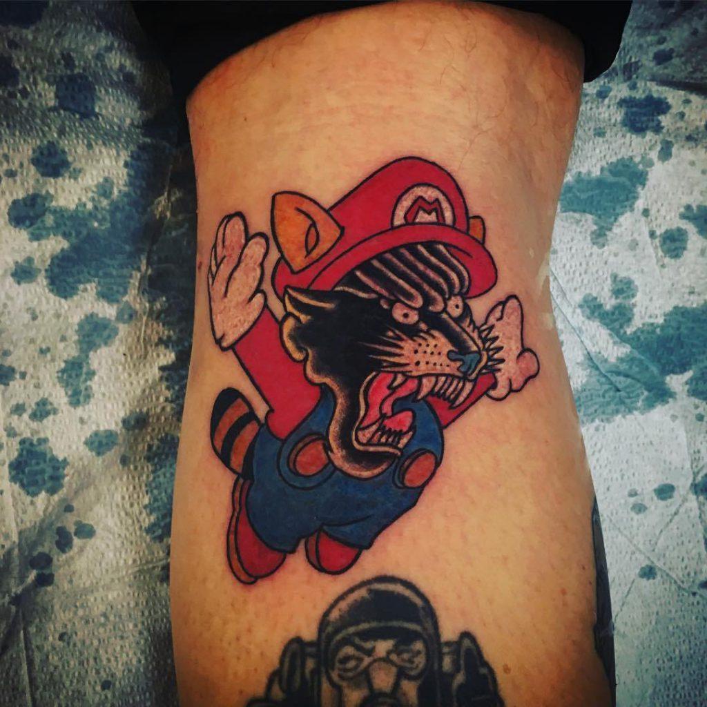 татуировка пантера на ноге