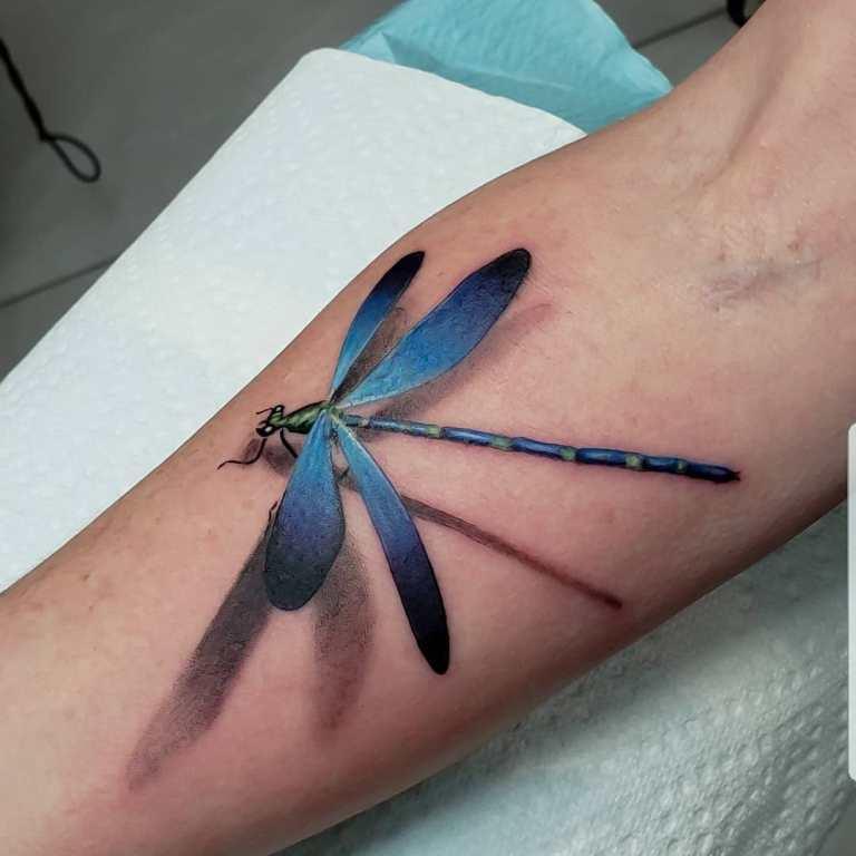 цветная стрекоза тату