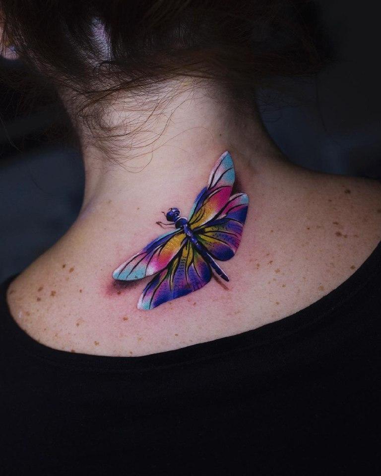татуировка в виде стрекозы