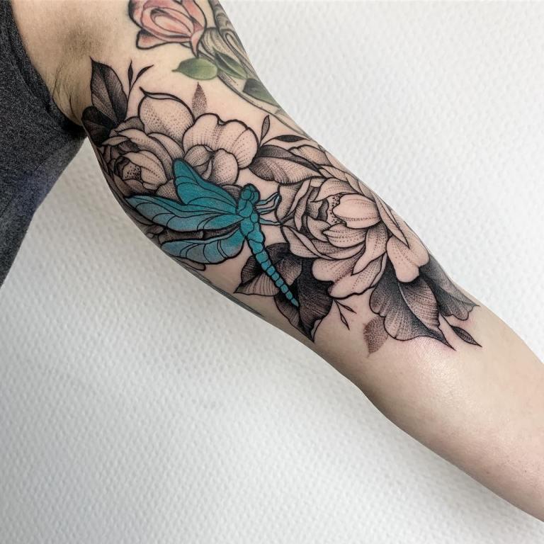 татуировка со стрекозой
