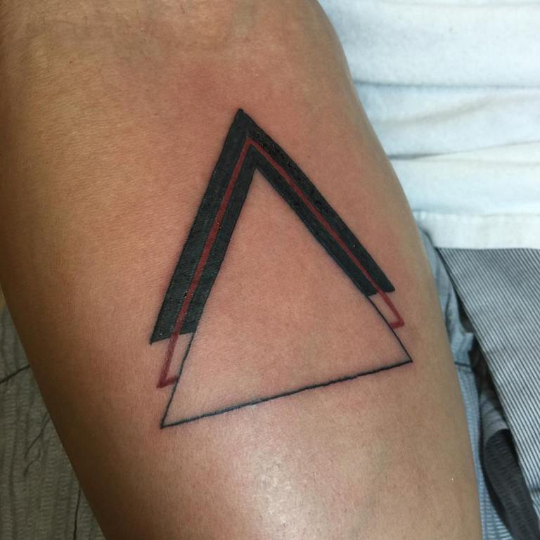 тату с треугольником