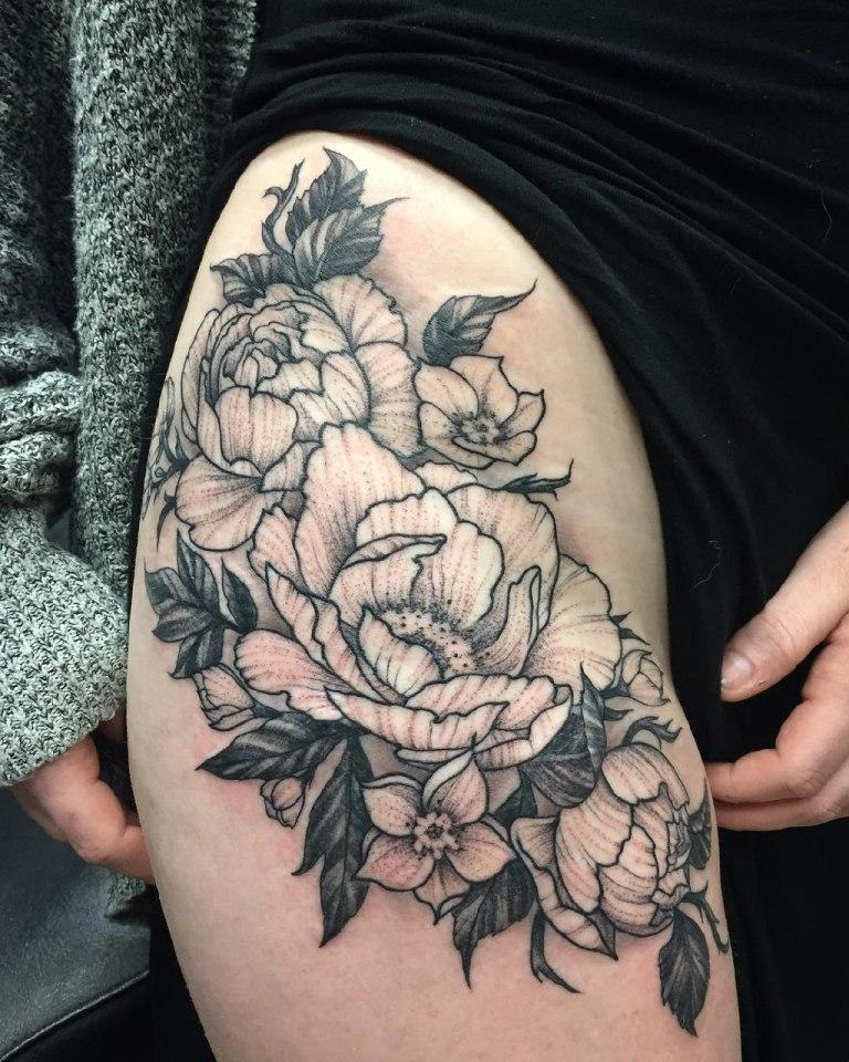 женские татуировки на бедре