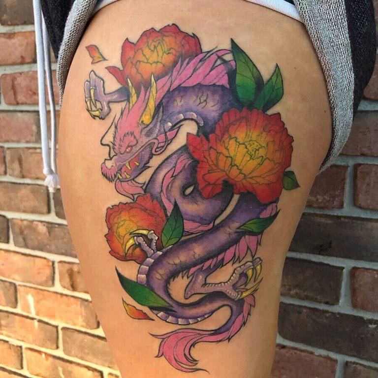татуировки для девушек на бедре