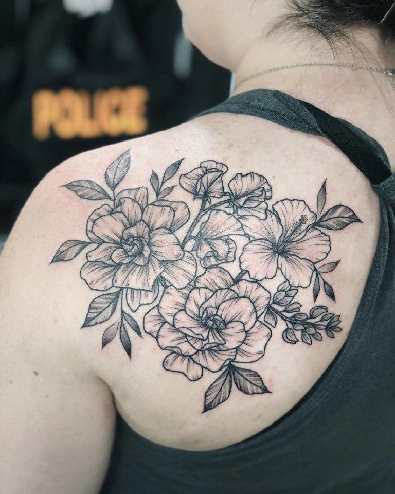 татуировка на лопатке женская