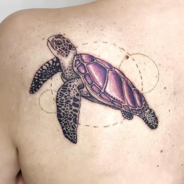 татуировки между лопаток для девушек