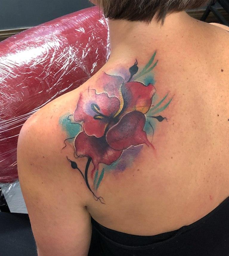 татуировки на лопатке женские