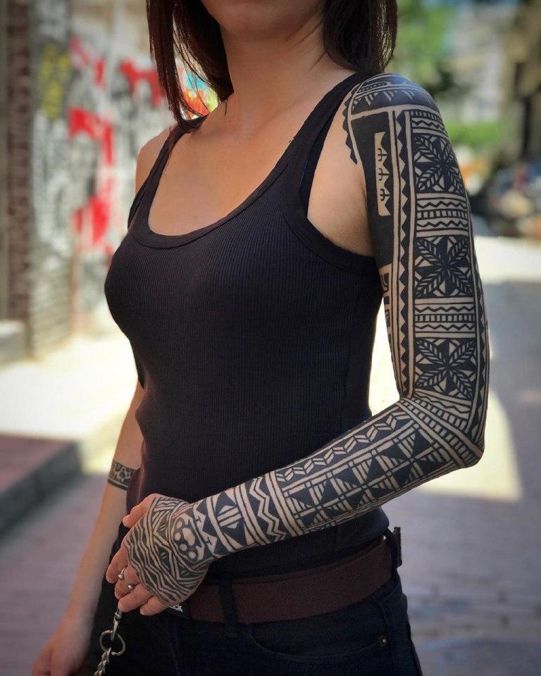 татуировки на плече и руке