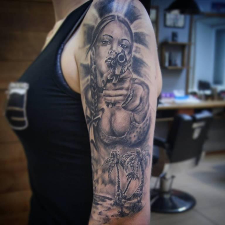 татуировка на плечо