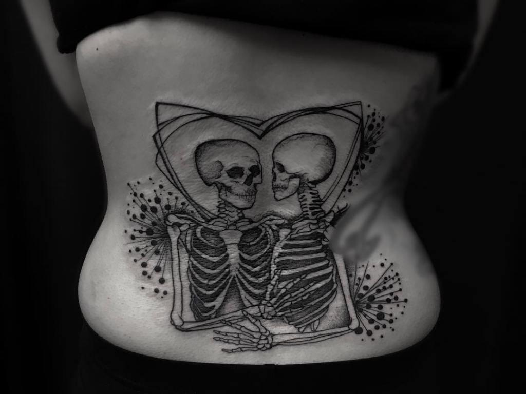 татуировки на пояснице для девушек