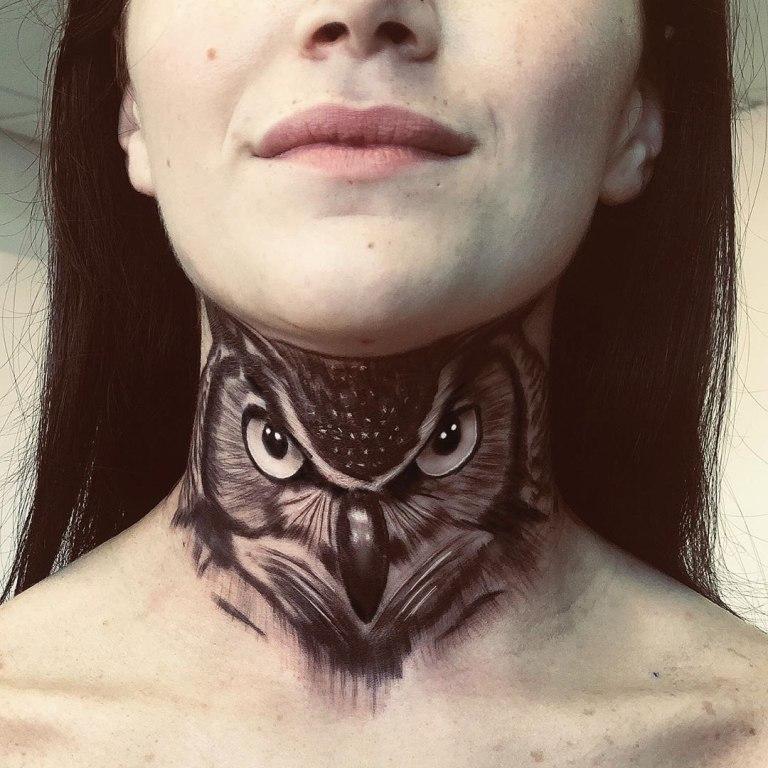 женское тату на шее