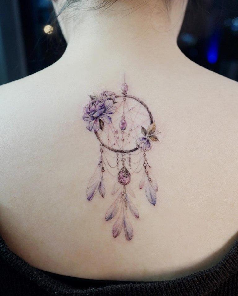 татуировки на шее у девушек