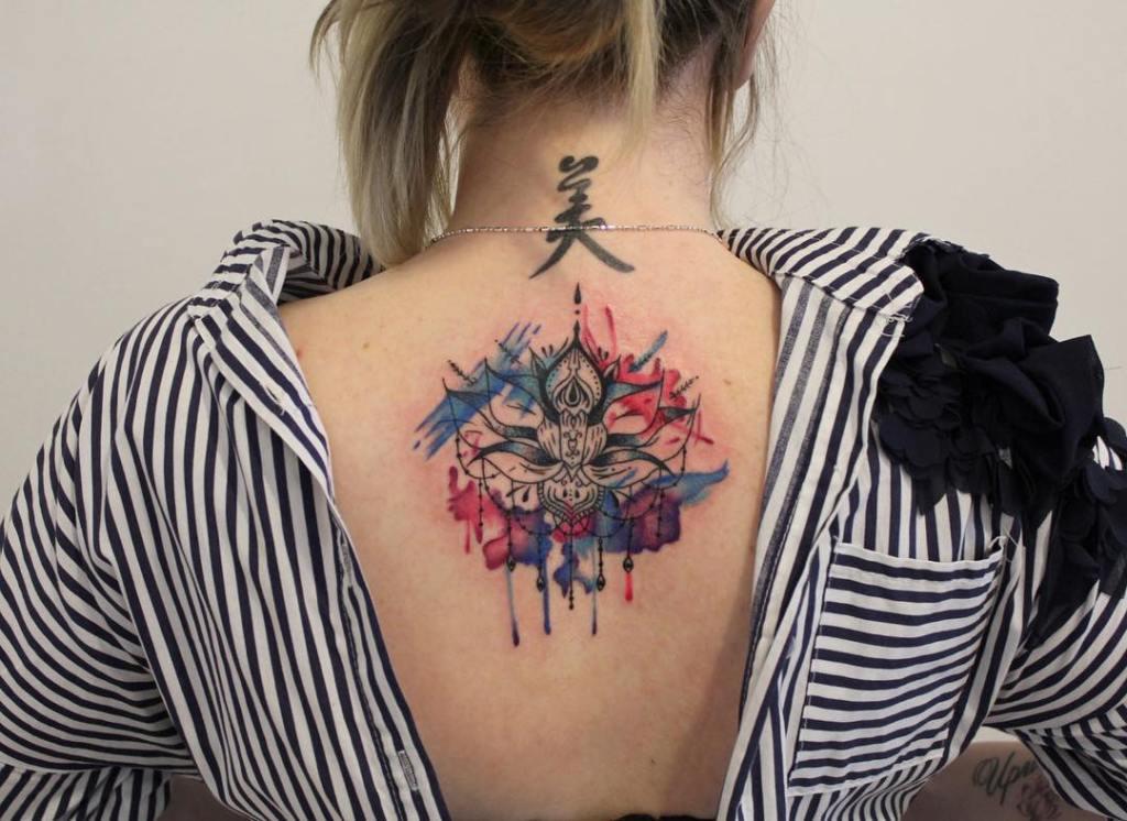 татуировки на затылке для девушек