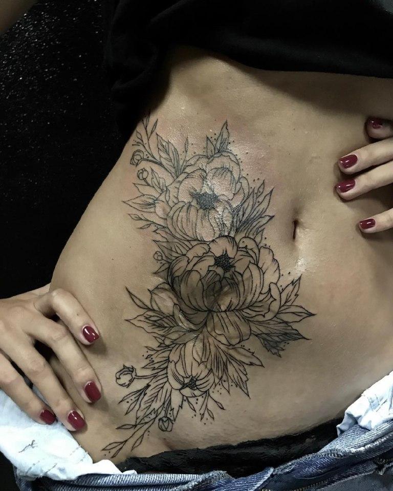 татуировки для девушек на животе