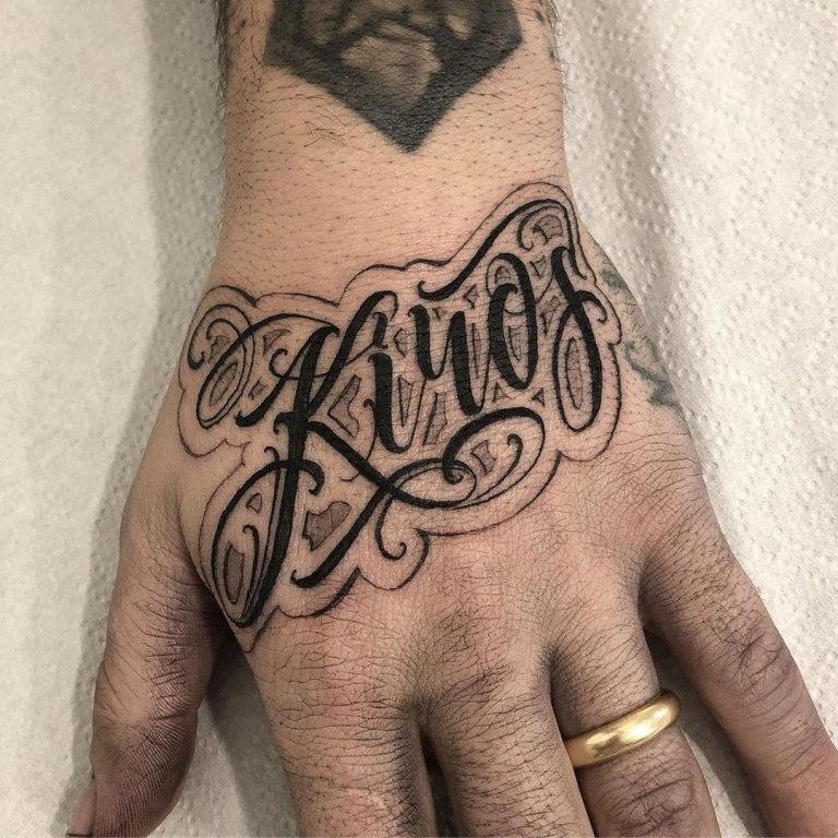 тату на руке надписи