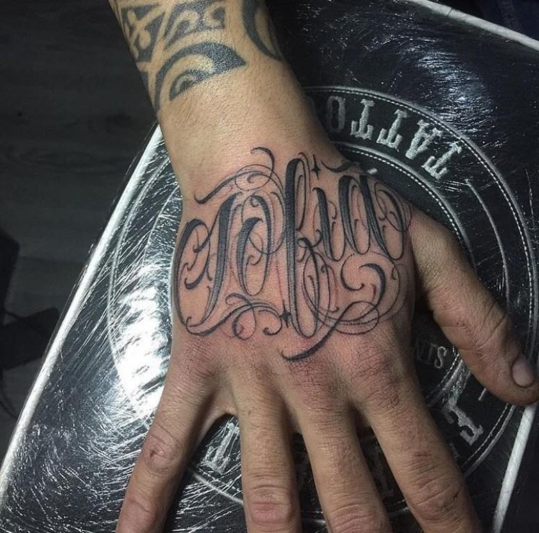 татуировки на руку надписи
