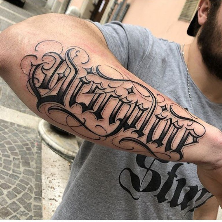 татуировки для мужчин на руке надписи