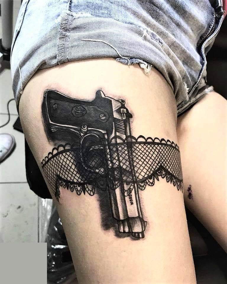 тату с пистолетом