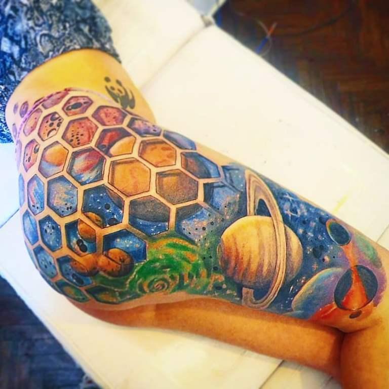 татуировка планеты