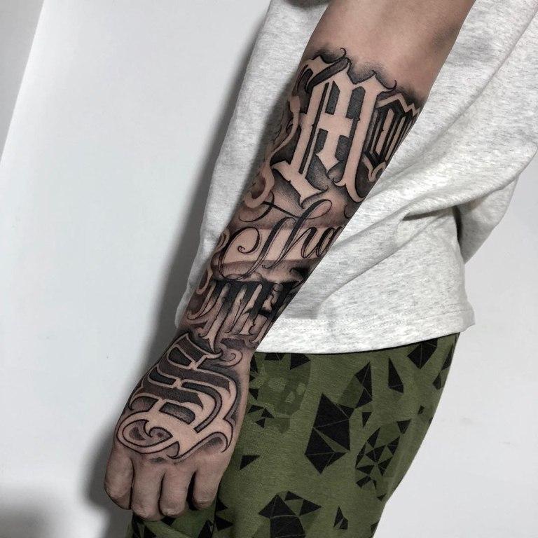 татуировки на руках надписи
