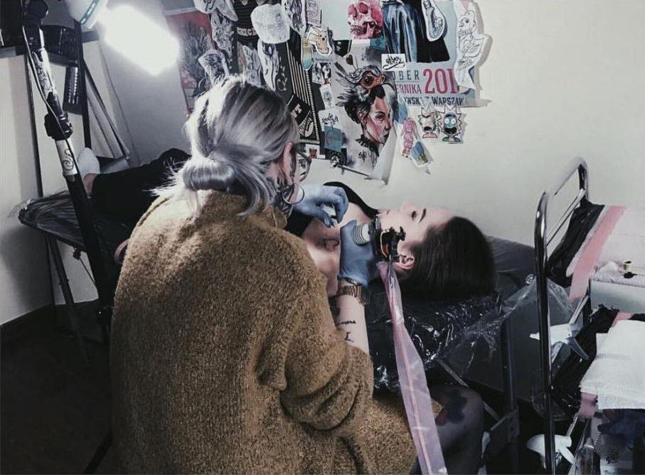 как набивают тату
