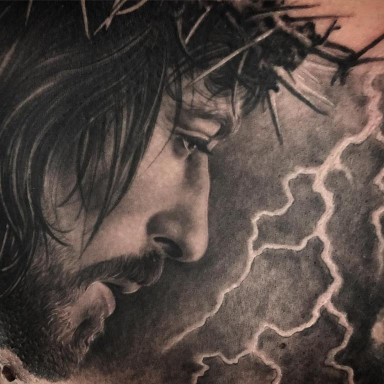 тату иисус на груди