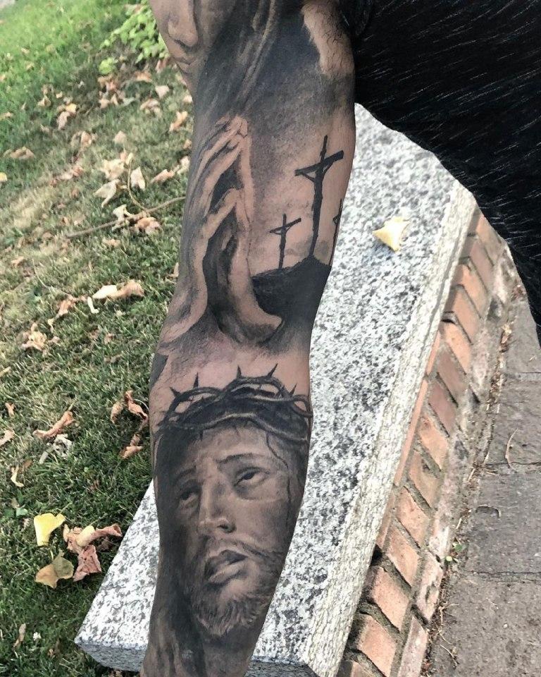 иисус на руке