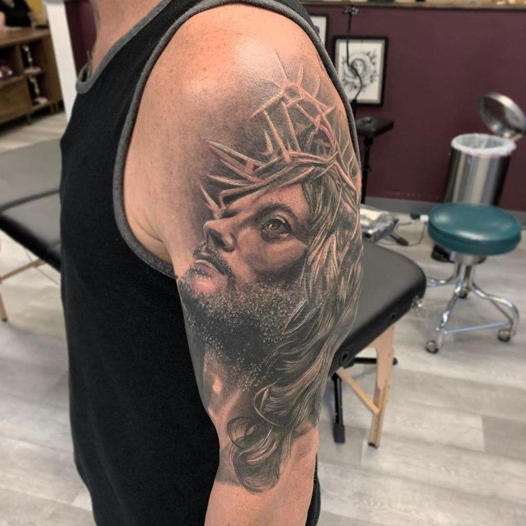 татуировка иисуса христа на руке