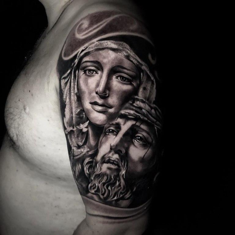 тату иисуса на руке
