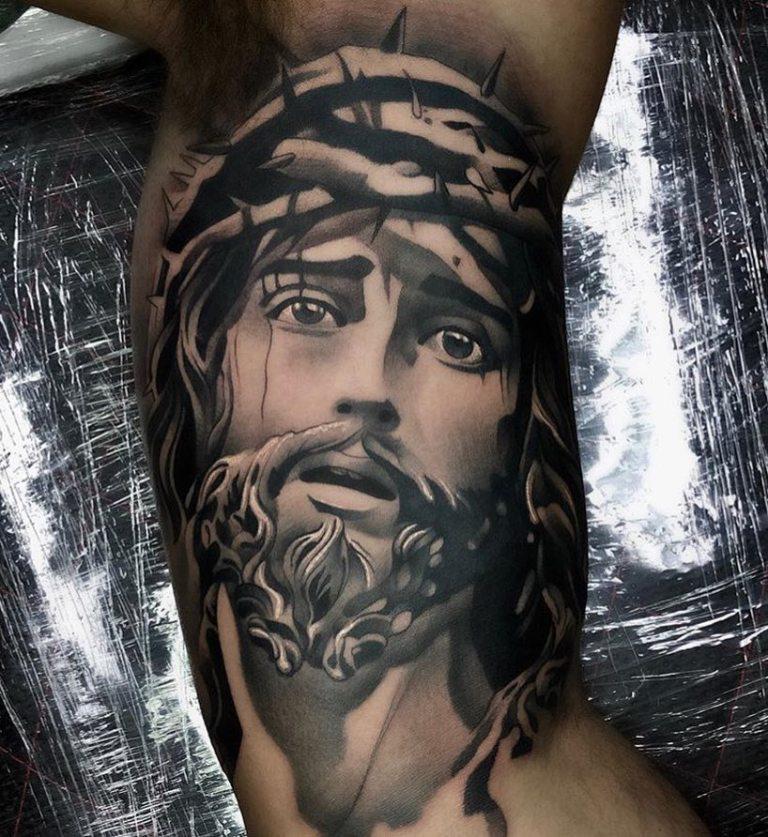 тату иисуса христа на руке