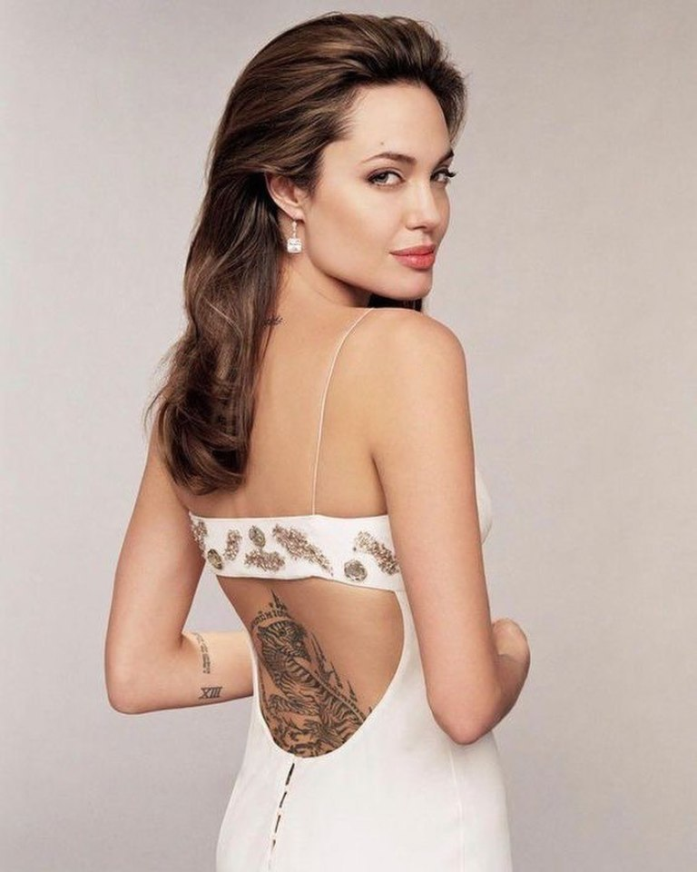 анджелина джоли татуировки фото