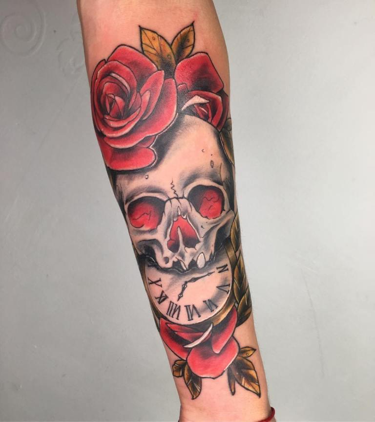 татуировка часы на руке