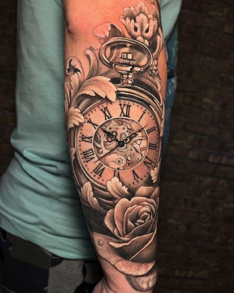тату часы на руке