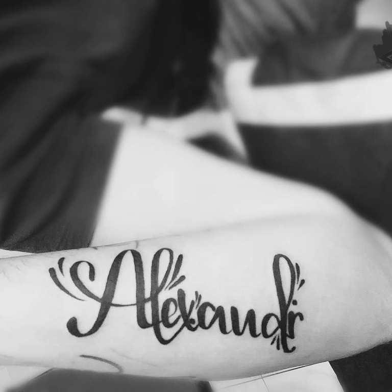 татуировка в виде имени