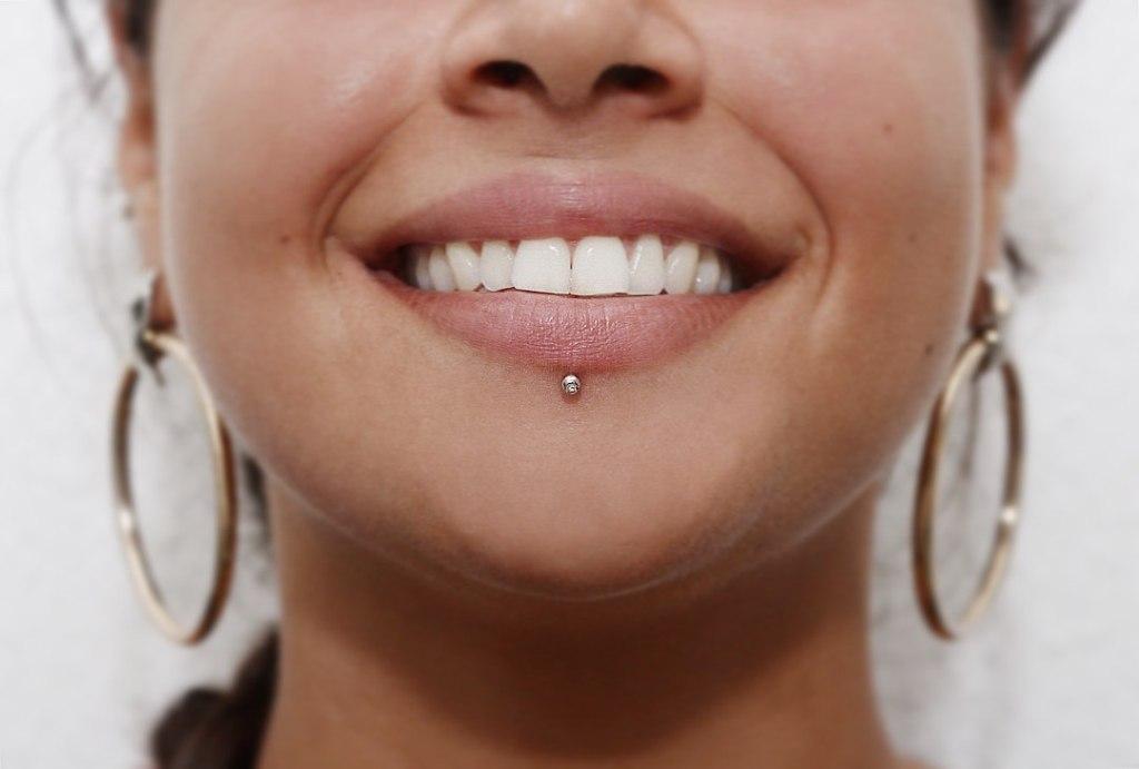 прокол губы