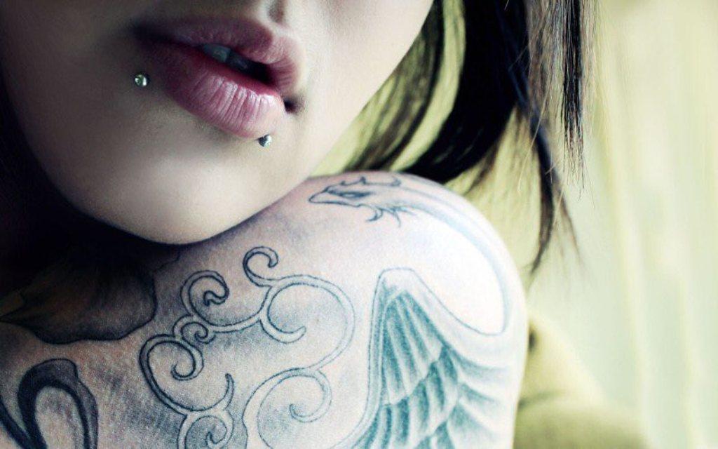 пирсинг на губе у девушек