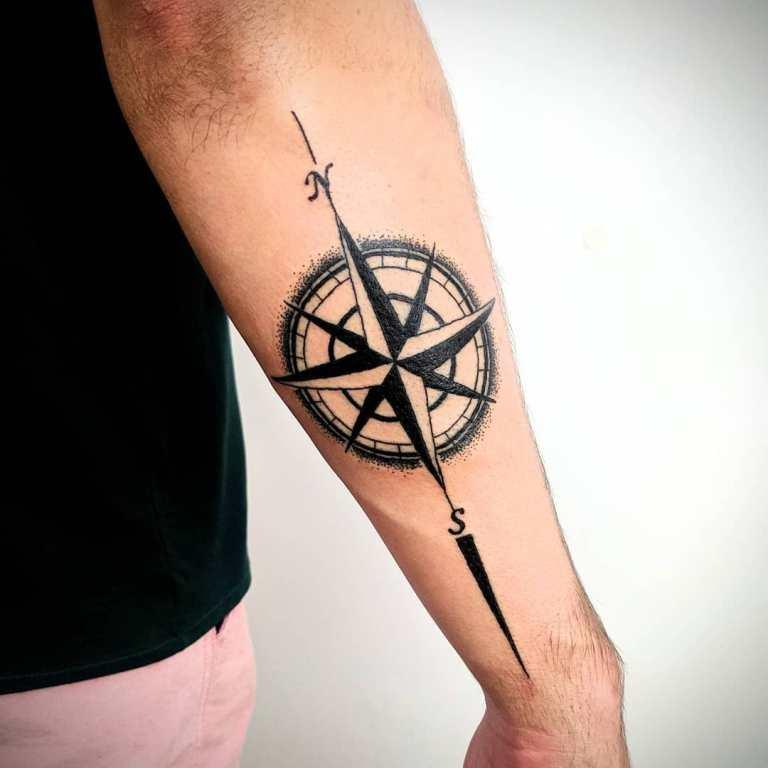 татуировка роза ветров