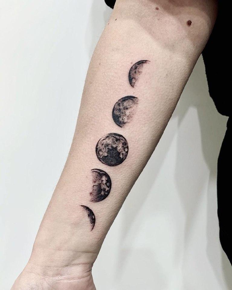 эскиз тату луна