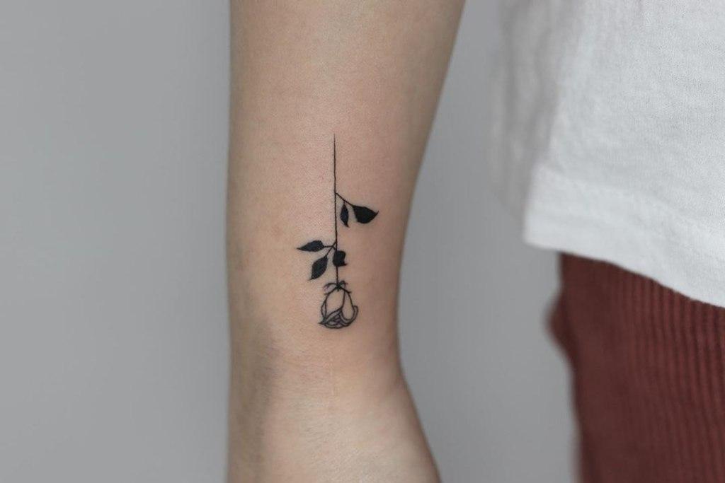 татуировки на руке легкие