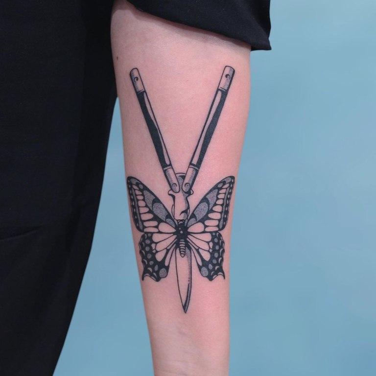 нож бабочка тату