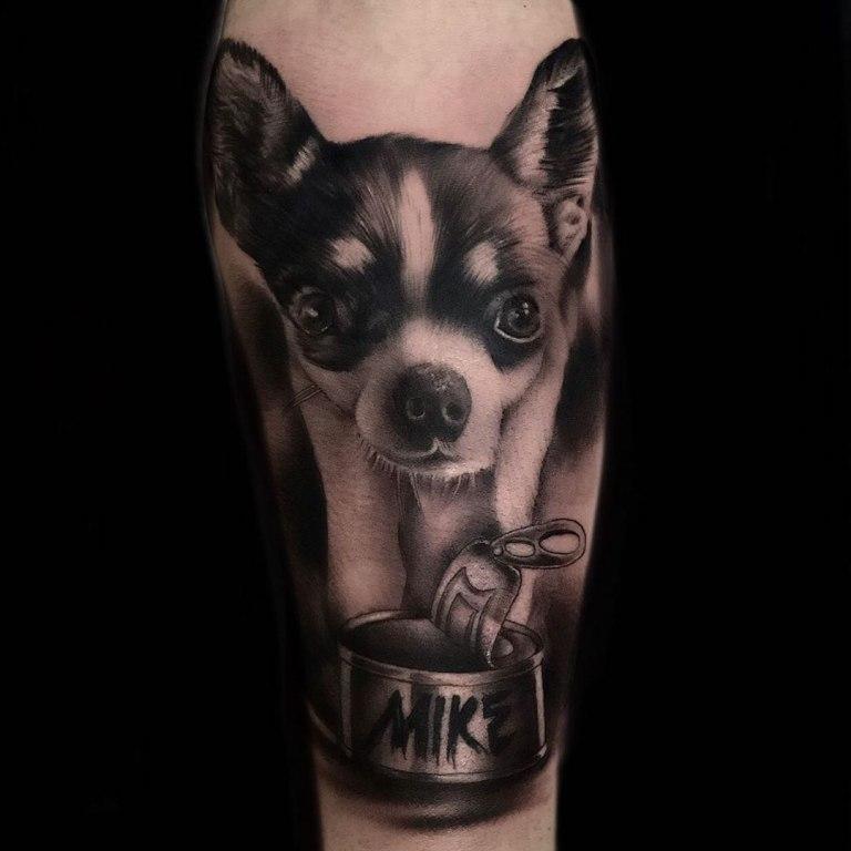тату собаки на руке