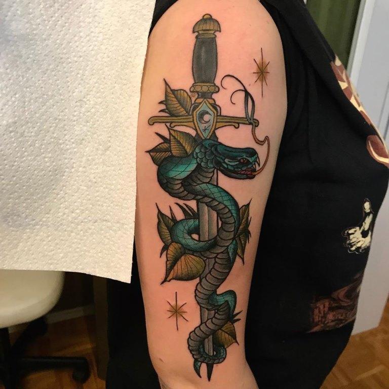 кинжал со змеей тату значение
