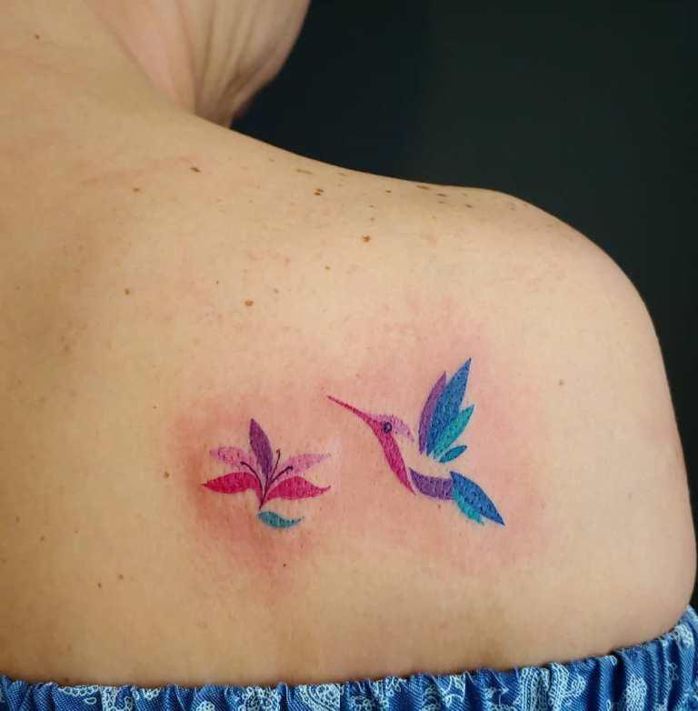 татуировка колибри значение у девушки
