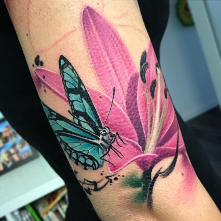 татуировка лилия значение у девушки