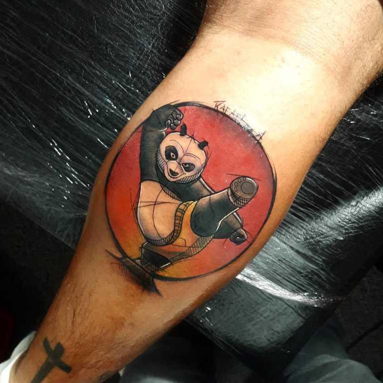 тату панды на руке