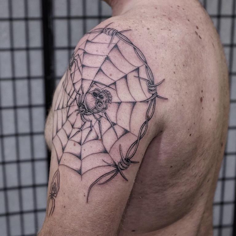 значение татуировки паутина
