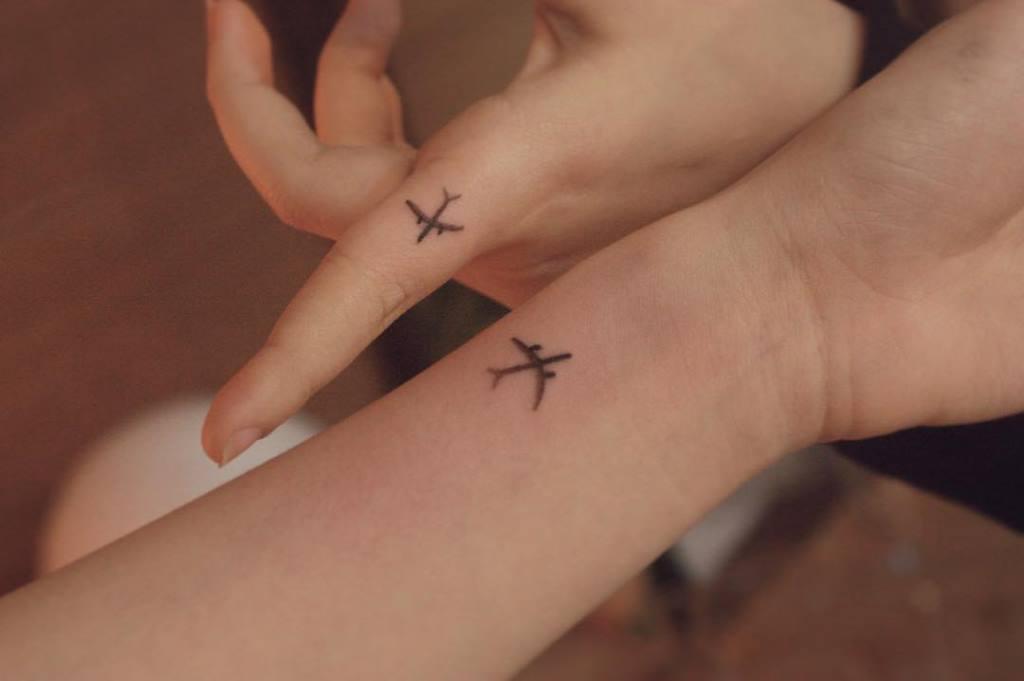 парные тату самолет