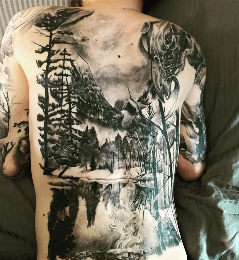 тату на руке лес