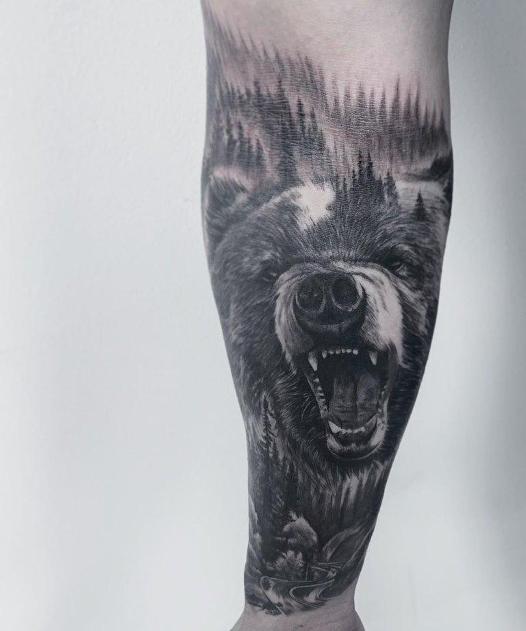 татуировка на руке лес
