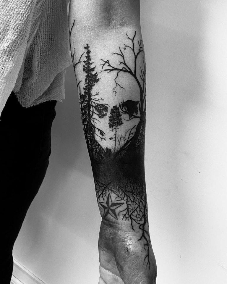 татуировка лес на предплечье