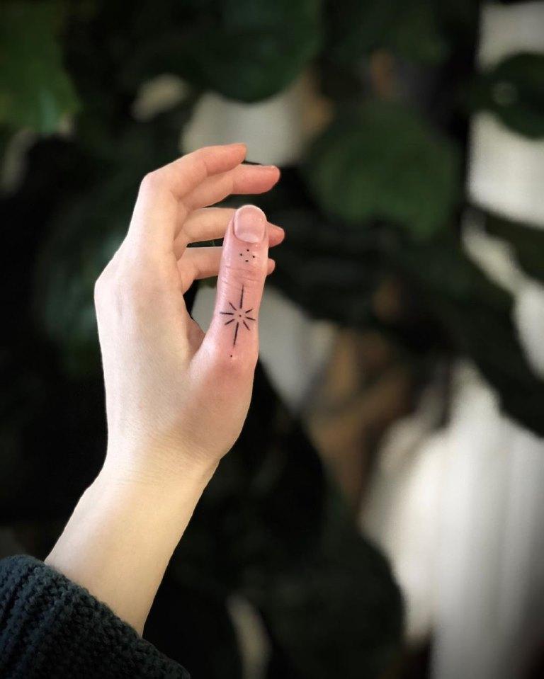 татуировки на пальцы
